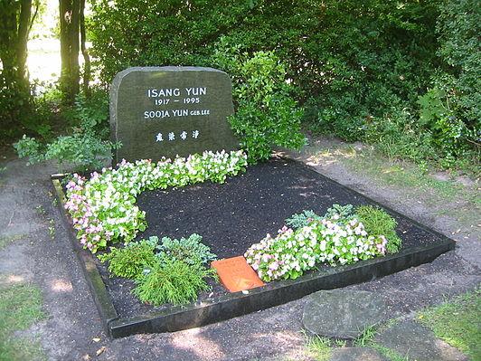 berlin-gatow_landschaftsfriedhof_ehrengrab_isang_yun